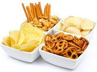 Borrelnootjes & chips op tafel